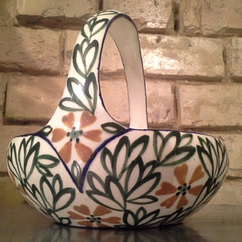 ernst wahliss ? - Art Pottery