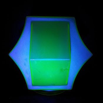 Secund vaseline uranium Annagroen globe. - Art Glass