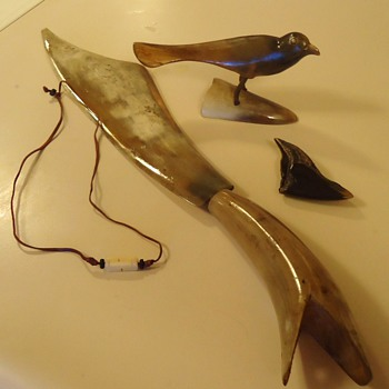 Horn items, only bidder  $5.00  Bird, knife,necklace, and? - Folk Art