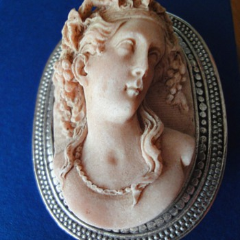 Wonderful full body antique Victorian carved Pompeii Lava Mount Vesuvius Cameo - Fine Jewelry