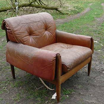 unknown mid century arm chair