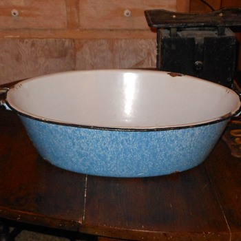 Large Oval Graniteware Basin