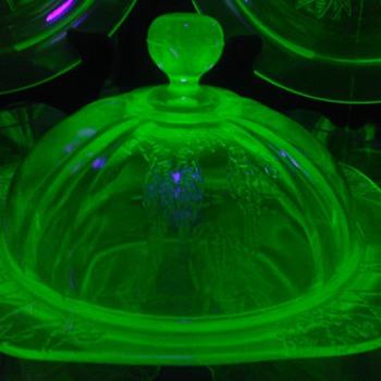 """""""Rare"""" Green Uranium Parrot Sylvan Butter Dish"""