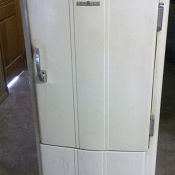 GE Refrigerator - Kitchen