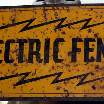 Electric fence sign with image of a bull - Signs