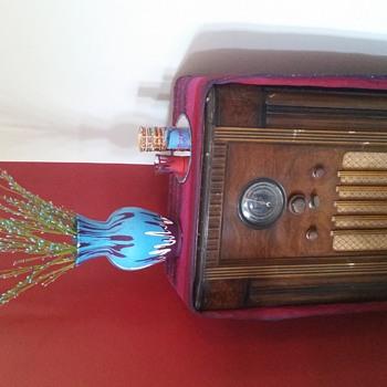 Looking for year of my Rogers floor radio - Radios