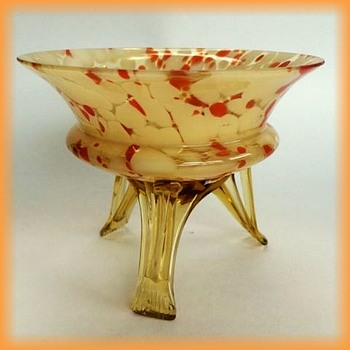 CZECH ( Welz or kralik or who ??? ) -- Small Glass bowl with 3 legs
