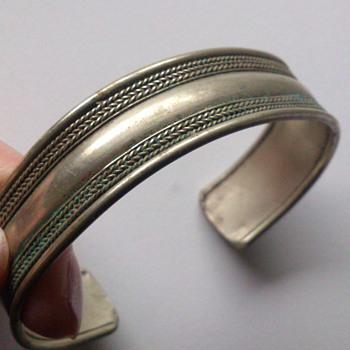 Vintage cuff bracelet - Costume Jewelry