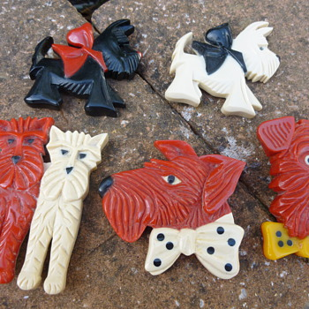 1930s French Bakelite Doggy Brooch/Pins - Art Deco