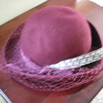 Old maroon women's hat with 2 feathers and veil