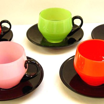 LOETZ MARKED SET OF TANGO DEMITASSE CUPS AND SAUCERS. - Art Glass