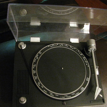 Small turntable Radio - Radios