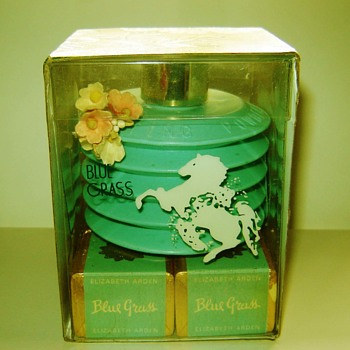 Rare Vintage Vanity! Elizabeth Arden Blue Grass Powder Puff & Bath Cubes - Accessories
