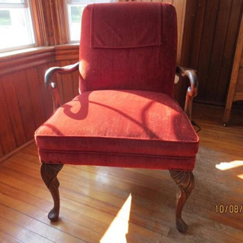 Gentleman's Chair with Curved Wooden Arms