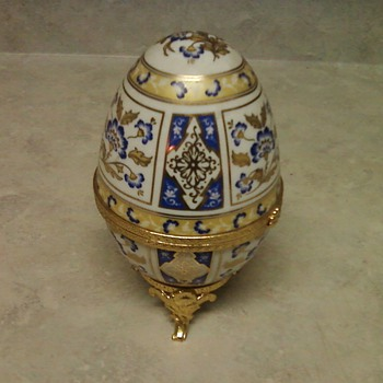 EGG SHAPED TRINKET BOX - Art Pottery