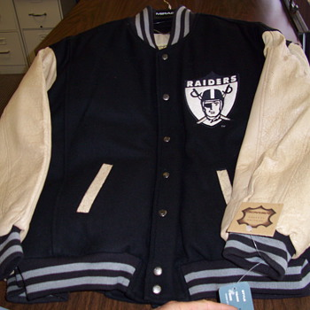 (1 item) I have a rare 1967 Oakland Raider first super bowl jacket sz lg. I am curious to find out the value of this item.