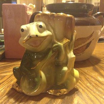 Frog with Banjo vase - Animals