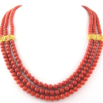 Malfatti Coral Necklace ~ Calling all coral experts!!!  Help!!