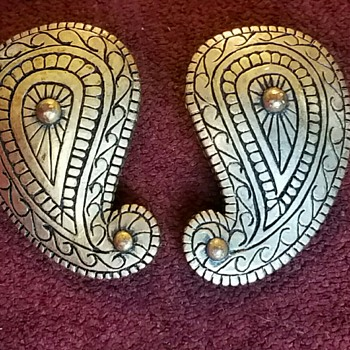 Vintage Bronze colored Earrings with Paisley design