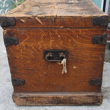 Beautiful Old Grain-painted Toolbox - Tools and Hardware