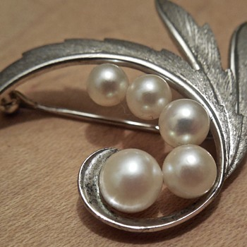 Mikimoto cultured pearl brooch
