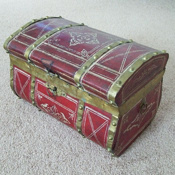 Favorite Jenny Lind Doll Trunk - Furniture
