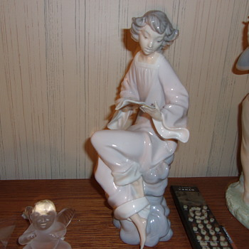 Please Help Me Identify This Lladro it is unmarked - Figurines