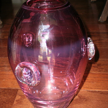 Help identify this vase....  - Art Glass