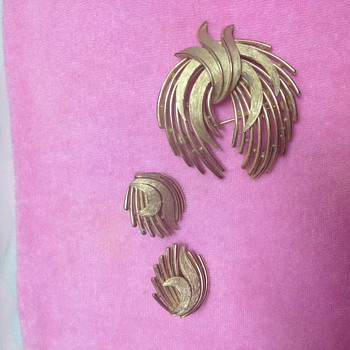 Trifari Brooch and matching Earrings - Costume Jewelry