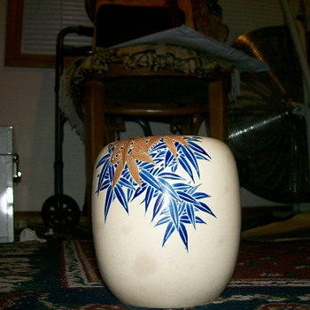signed Japanese vase 