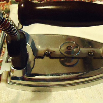 Landers, Frary, and Clark  $9.00  Iron,  Looks and Works Great!! - Kitchen