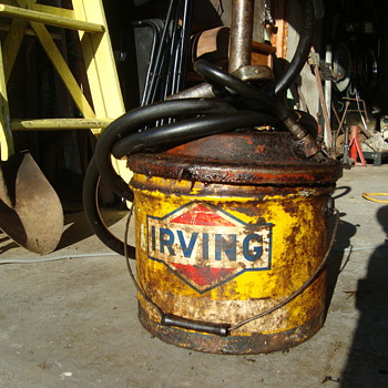 irving grease  can  - Petroliana