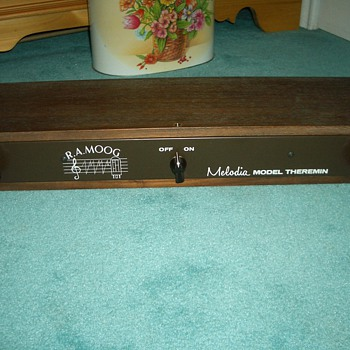 R.A. Moog Melodia Model Theremin - Music