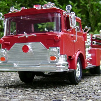 1:32 Scale Fire Engine - Pumper