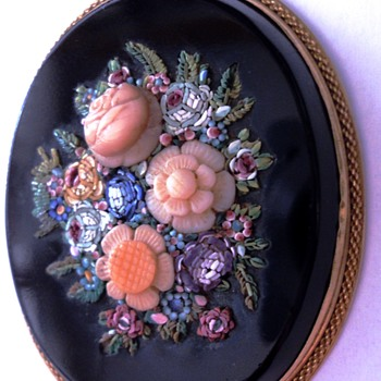 A 19thC oval brooch with micro mosaic floral decoration and carved coral roses set in 18k gold - Fine Jewelry