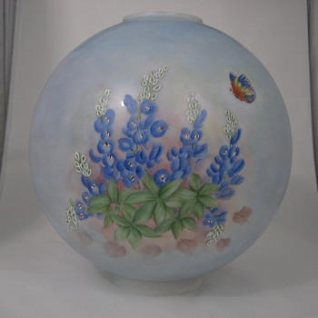 ANTIQUE HURRICANE OIL LAMP GLOBE HAND PAINTED TEXAS BLUEBONNETS AND BUTTERFLY - Art Glass