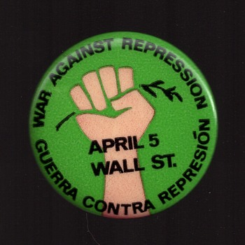 War against repression Vietnam protest - Medals Pins and Badges