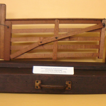 SALESMAN SAMPLE GATE IN A BOX