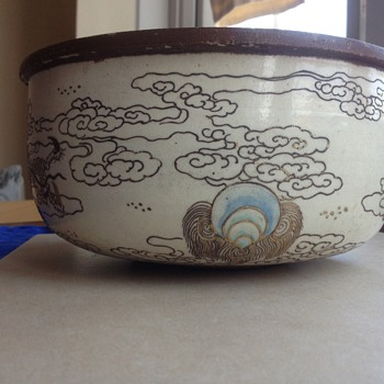 Help please! very old bowl with two dragons fighting and a blue pearl - Asian