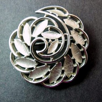 Pretty Trifari Brooch - Costume Jewelry
