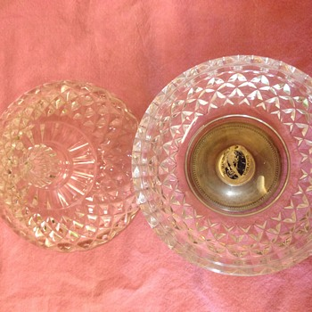 Glass bowl/sering dish with lid