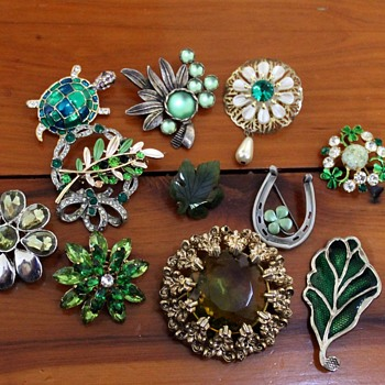 Brooches #5 - attempts at categorisation - Costume Jewelry