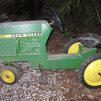 Kids John Deere Pedal Tractor - Tractors