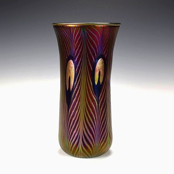 CHARLES LOTTON SELENIUM RED IRIDESCENT PEACOCK VASE - Art Glass