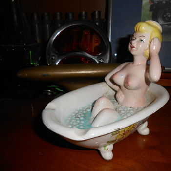 Novelty ashtray - Art Pottery