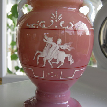 Pretty pink cased Pink Glass Vase - Art Glass