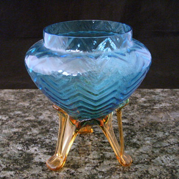 Frank Welz? Blue Opalescent Herringbone Tripod Vase - Art Glass