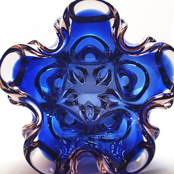 Dark Blue & LightPink Vase,Circa 1950-70 - Art Glass