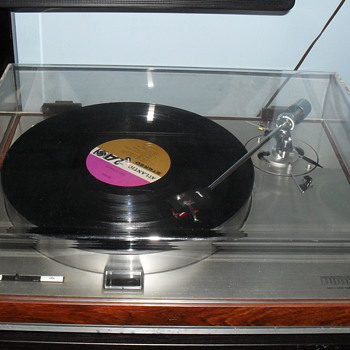 Vintage 70's Turntable - Electronics