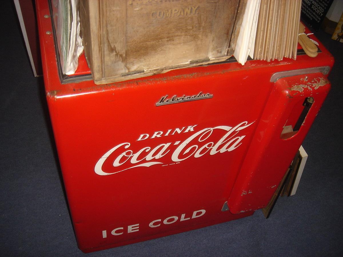 Vintage 1960s Metal & Plastic Coca-Cola Cooler > Antique ...  Old Coca Cola Coolers
